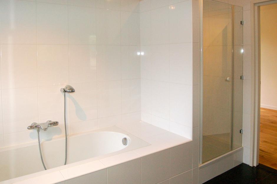 Galerie hoogenbosch home home - Badkamer met ligbad ...